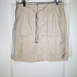 WHITE HOUSE BLACK MARKET SKORT SIZE 2